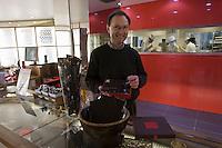 Europe/France/Bretagne/29/Finistère/Brest: Jean-Yves Kermarrec - Chocolatier-L'Atelier d'Histoire de Chocolat [Non destiné à un usage publicitaire - Not intended for an advertising use]