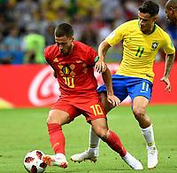 KAZAN - RUSIA, 06-07-2018: PHILIPPE COUTINHO (Der) jugador de Brasil disputa el balón con Eden HAZARD (C) (Izq) jugador de Bélgica durante partido de cuartos de final por la Copa Mundial de la FIFA Rusia 2018 jugado en el estadio Kazan Arena en Kazán, Rusia. / PHILIPPE COUTINHO (R) player of Brazil fights the ball with Eden HAZARD (C) (L) player of Belgium during match of quarter final for the FIFA World Cup Russia 2018 played at Kazan Arena stadium in Kazan, Russia. Photo: VizzorImage / Julian Medina / Cont