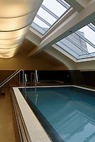 Pool im Continental Hotel im ehemaligen ungarischen Bad, Dohany u.42-44, Budapest, Ungarn