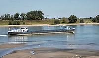 Nederland  Nijmegen  - September 2020 .   De Waall.  Laag water. Op de achtergrond Veur-Lent.   Foto : ANP/ Hollandse Hoogte / Berlinda van Dam