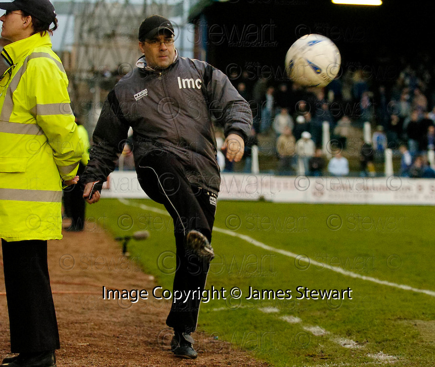 05/02/2005  Copyright Pic : James Stewart.File Name : jspa27_qots_v_dundee_utd.DUNDEE UTD MANAGER IAN MCCALL DURING THE SCOTTISH CUP 4TH ROUND CLASH AGAINST QUEEN OF THE SOUTH...Payments to :.James Stewart Photo Agency 19 Carronlea Drive, Falkirk. FK2 8DN      Vat Reg No. 607 6932 25.Office     : +44 (0)1324 570906     .Mobile   : +44 (0)7721 416997.Fax         : +44 (0)1324 570906.E-mail  :  jim@jspa.co.uk.If you require further information then contact Jim Stewart on any of the numbers above.........A