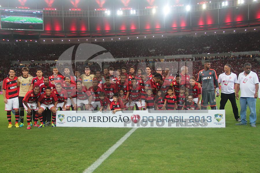 RIO DE JANEIRO, RJ, 27.11.2013 - Time do Flamengo faz a foto oficial antes da final da Copa do Brasil contra o Atlético PR, nesta quarta-feira  no Maracanã. (Foto. Néstor J. Beremblum / Brazil Photo Press)