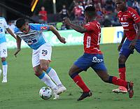 MEDELLÍN- COLOMBIA, 16-12-2018.Elvis Perlaza (Der.)  jugador del Independiente Medellín disputa el balón con Teofilo Gutierrez (Izq.) jugador del Atlético Junior  durante partido por la final  de la Liga Águila II 2018 jugado en el Estadio Atanasio Girardot de la ciudad de Medellín. /Elvis Perlaza (R) player of Independiente Medellin fights the ball agaisnt of Teofilo Gutierrez (L) player of Atletico Junior  during the final  match of the Liga Águila II 2018 played at the Atanasio Girardot Stadium in the city of Medellín. . Photo: VizzorImage / Felipe Caicedo / Staff
