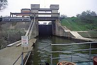 - commercial navigation on the river Po, the locks of Cremona fluvial port<br /> <br /> - navigazione commerciale sul fiume Po, le chiuse del porto fluviale di Cremona