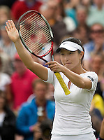 27-6-08, England, Wimbledon, Tennis,    Zheng thanks the crowd after knocking Ivanovic out in the third round
