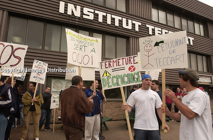 Teccart Institute's employees demonstrate against the closing of the institute, May 29 2003 in Montreal, CANADA<br /> Copyright  : 2003 Images Distribution