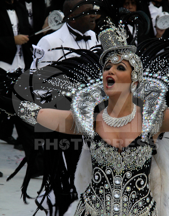 SÃO PAULO, SP, 04 DE MARÇO DE 2011 - CARNAVAL 2011 - Desfile da Vai - Vai  primeiro dia dos desfiles das escolas do Grupo Especial de São Paulo, na foto a cantora Maria Rita no Sambódromo do Anhembi, zona norte da capital paulista, nesta sexta-feira. (FOTO: ALE VIANNA / NEWS FREE).