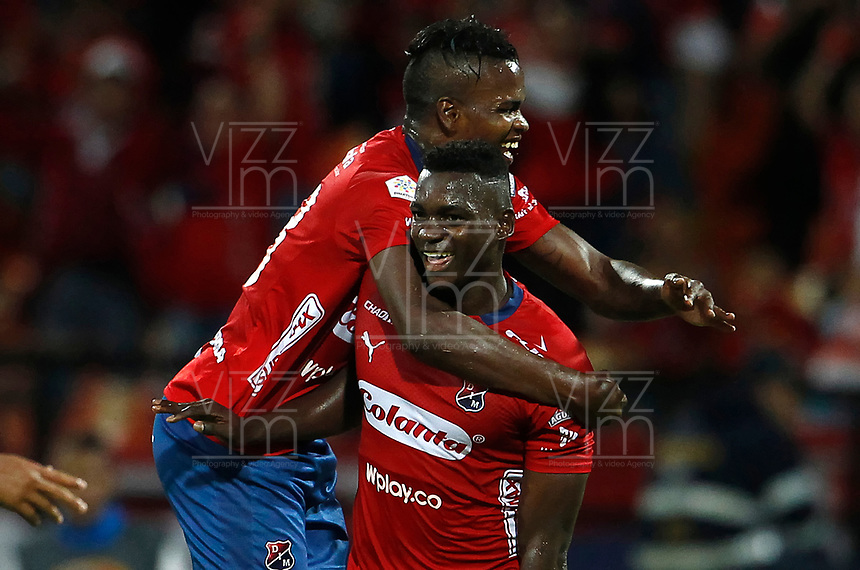 MEDELLÍN - COLOMBIA, 28-10-2018: Jesus David Murillo (Der) jugador del Medellín celebra después de anotar un gol al Bucaramanga durante el partido entre Deportivo Independiente Medellín y Atlético Bucaramanga por la fecha 17 de la Liga Águila II 2018 jugado en el estadio Atanasio Girardot de la ciudad de Medellín. / Jesus David Murillo (R) player of Medellin celebrates after scoring a goal to Bucaramanga during match between Deportivo Independiente Medellin and Atletico Bucaramanga for the date 17 of the Aguila League II 2018 played at Atanasio Girardot stadium in Medellin city. Photo: VizzorImage / Leon Monsalve / Cont