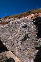 dorische Siedlung Alt Thera. Temenos des Artemidoros (4.Jh. v.Chr.), Relief Adler der Zeus symbolisiert, Insel Santorin (Santorini), Griechenland, Europa