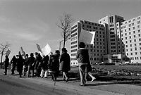 Greve ou Manifestation syndicale devant l'Hopital Maisonneuve-Rosemont , Mars 1973. (date exacte inconnue)<br /> <br /> PHOTO  : Agence Quebec Presse - Alain Renaud