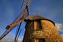22/05/06 - ALLY - HAUTE LOIRE - FRANCE - Moulin a vent sur le Plateau d Ally - Photo Jerome CHABANNE