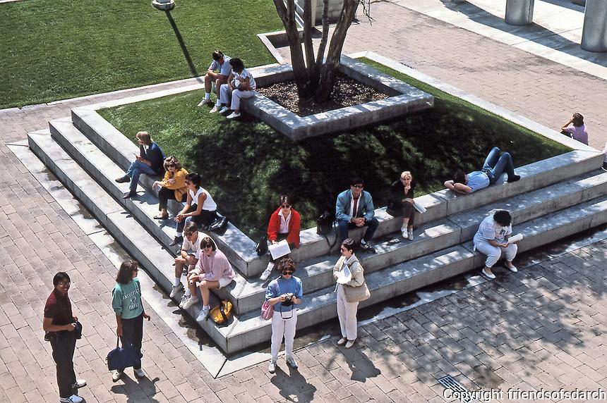 Los Angeles:  Loyola Law School, 1981-84. Gathering spot. Frank Gehry, Architect. Photo June 1987.