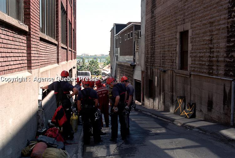 Explosion d'une fuite de gaz a l' Acceuil Bonneau dans le Vieux-Montreal, 6 septembre 1998<br /> <br /> PHOTO :  AGENCE QUEBEC PRESSE<br /> <br /> <br /> <br /> <br /> <br /> <br /> <br /> <br /> .