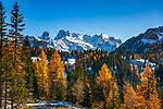 Italien, Suedtirol (Trentino - Alto Adige), Naturpark Fanes-Sennes-Prags: Blick vom Berghotel Plaetzwiesen zur Cristallogruppe | Italy, South Tyrol (Trentino - Alto Adige), Fanes-Sennes-Prags Nature Park: view from mountain hotel Plaetzwiesen towards Cristallo Group mountains