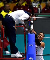 BOGOTÁ-COLOMBIA, 08-01-2020: María Marín, Capitana de Colombia dialoga con el árbitro, durante partido entre Perú y Colombia en el Preolímpico Suramericano de Voleibol, clasificatorio a los Juegos Olímpicos Tokio 2020, jugado en el Coliseo del Salitre en la ciudad de Bogotá del 7 al 9 de enero de 2020. / María Marín, Captain from Colombia speaks with the referee, during a match between Peru and Colombia, in the South American Volleyball Pre-Olympic Championship, qualifier for the Tokyo 2020 Olympic Games, played in the Colosseum El Salitre in Bogota city, from January 7 to 9, 2020. Photo: VizzorImage / Luis Ramírez / Staff.