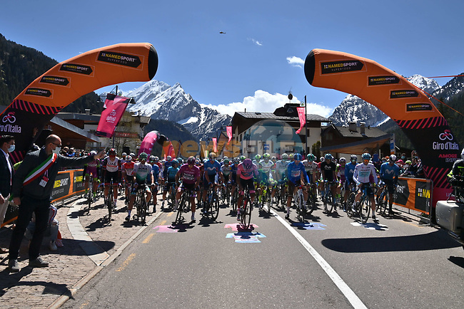 The start of Stage 17 of the 2021 Giro d'Italia, running 193km from Canazei to Sega Di Ala, Italy. 26th May 2021.  <br /> Picture: LaPresse/Gian Mattia D'Alberto | Cyclefile<br /> <br /> All photos usage must carry mandatory copyright credit (© Cyclefile | LaPresse/Gian Mattia D'Alberto)