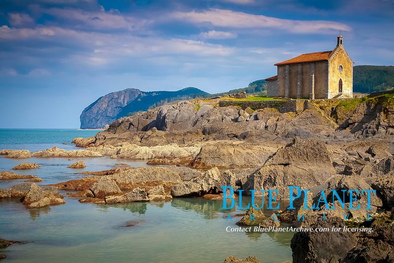 Chapel of Santa Catalina, Mundaka, Biscay, Basque Country, Spain, Bay of Biscay, Atlantic Ocean