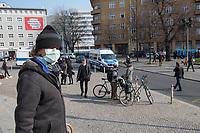 """Etwa 3 dutzend Menschen versuchten am Samstag den 28. Maerz 2020 in Berlin-Mitte, trotz einem allgemeinen Versammlungsverbot durch die Behoerden sich zu einer """"Hygienedemo"""" zu versammeln. Ihre Forderung war """"fuer unsere Verfassung, das Grundgesetz, sowie Transparenz, Pressefreiheit, Wahlen und vollstaendige Demokratie & Transparenz bei der Einsetzung neuer Wirtschaftsgesetze in Form einer """"Verfassung der Oekonomie"""".<br /> Es wurden Exemplare des Grundgesetz verteilt. Die Polizei forderte die Menschen auf sich zu zerstreuen und nach ca. 30 Minuten nahm sie von Menschen, die der Aufforderung nicht nachkamen die Personalien auf und erteilte Platzverweise.<br /> Aufgerufen zu der Aktion hatte eine Gruppe namens """"nichtohneuns.de"""".<br /> 28.3.2020, Berlin<br /> Copyright: Christian-Ditsch.de<br /> [NUR FUER REDAKTIONELLE ZWECKE! Werbung nur auf Anfrage beim Fotografen. Inhaltsveraendernde Manipulation des Fotos nur nach ausdruecklicher Genehmigung des Fotografen. Vereinbarungen ueber Abtretung von Persoenlichkeitsrechten/Model Release der abgebildeten Person/Personen liegen nicht vor. NO MODEL RELEASE! Don't publish without copyright Christian-Ditsch.de, Veroeffentlichung nur mit Fotografennennung, sowie gegen Honorar, MwSt. und Beleg. Konto: I N G - D i B a, IBAN DE58500105175400192269, BIC INGDDEFFXXX, Kontakt: post@christian-ditsch.de<br /> Bei der Bearbeitung der Dateiinformationen darf die Urheberkennzeichnung in den EXIF- und  IPTC-Daten nicht entfernt werden, diese sind in digitalen Medien nach §95c UrhG rechtlich geschuetzt. Der Urhebervermerk wird gemaess §13 UrhG verlangt.]"""