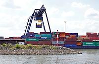 Nederland  Nijmegen  - September 2020 .   De Waalbrug. BCTN container terminal.   Foto : ANP/ Hollandse Hoogte / Berlinda van Dam
