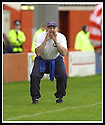 5/10/02       Copyright Pic : James Stewart                     .File Name : stewart-hamilton v stranraer 12.STRANRAER BOSS BILLY MCLAREN ENCOURAGES HIS TEAM...James Stewart Photo Agency, 19 Carronlea Drive, Falkirk. FK2 8DN      Vat Reg No. 607 6932 25.Office : +44 (0)1324 570906     .Mobile : + 44 (0)7721 416997.Fax     :  +44 (0)1324 570906.E-mail : jim@jspa.co.uk.If you require further information then contact Jim Stewart on any of the numbers above.........