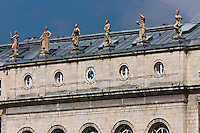 Europe/France/Aquitaine/64/Pyrénées-Atlantiques/Pays-Basque/Bayonne: Hôtel de Ville, place de la Liberté, sa façade est ornée de six statues allégoriques symbolisant les activités artistiues et économiques  de la ville