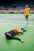 29-01-2014,Czech Republic, Ostrava,  Cez Arena, Davis-cup Czech Republic vs Netherlands, practice, Robin Haase(NED) is stretching while Thiemo de Bakker(NED) is taking a break.<br /> Photo: Henk Koster