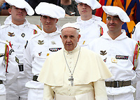 Papa Francesco posa per una fotografia insieme ad un gruppo di soldati Alpini francesi  al termine dell'udienza generale del mercoledi' in Piazza San Pietro, Citta' del Vaticano, 18 aprile, 2018.<br /> Pope Francis poses for a photo with French Alpine soldiers at the end of his weekly general audience in St. Peter's Square at the Vatican, on April 18, 2018.<br /> UPDATE IMAGES PRESS/Isabella Bonotto<br /> <br /> STRICTLY ONLY FOR EDITORIAL USE