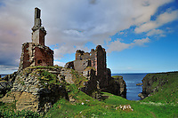 SC  - Prov. CAITHNESS<br /> Castle Girnigoe & Sinclair dominating Sinclair Bay nearby Noss Head<br /> <br /> Full size: 69,3 MB