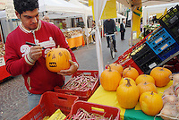 - Farmer'Market in Vigevano....- Farmer'Market a Vigevano