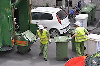 - AMSA (Azienda Milanese Servizi Ambientali), raccolta differenziata dei rifiuti<br /> <br /> - AMSA (Milan Company for Environmental Services), separate collection of rubbish