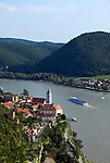 Austria, Lower Austria, UNESCO World Heritage Wachau, view from Vogelbergsteig towards wine town Duernstein with the blue-white tower of the Collegiate church across river Danube towards wine village Rossatzbach