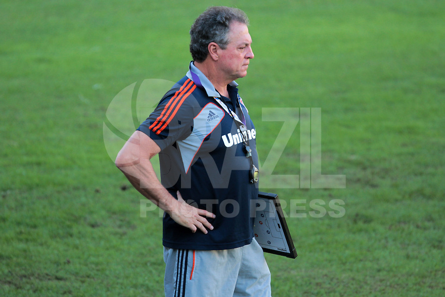 RIO DE JANEIRO; RJ; 18 DE JULHO 2013-  . O técnico Abel Braga. da equipe do Fluminense treinou nesta quinta-feira nas Laranjeiras se preparando para o clássico contra o Vasco do próximo domingo na volta do time tricolor ao Maracanã FOTO: NÉSTOR J. BEREMBLUM - BRAZIL PHOTO PRESS.