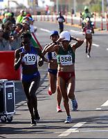 BARRANQUILLA - COLOMBIA, 03-08-2018: Atletas durante su participación en maratón femenina como parte de los Juegos Centroamericanos y del Caribe Barranquilla 2018. /  Athletes during their participation in women's marathon of the Central American and Caribbean Sports Games Barranquilla 2018. Photo: VizzorImage /  Cont