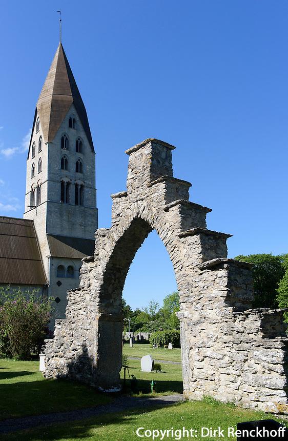 Portal des alten Pfarrhofs bei Kirche von Tingstäde (12./13.Jh.) auf der Insel Gotland, Schweden, Europa<br /> Church of Tingstäde (12.713.c.), Isle of Gotland, Sweden
