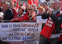 Manifestazione in occasione dello sciopero generale indetto dalla CGIL contro l'abolizione dell'Articolo 18 dello Statuto dei lavoratori e contro la Finanziaria, a Roma, 18 ottobre 2002.   <br /> Demonstrators attend a protest on the occasion of the general strike summoned by the Italian union CGIL against the government's financial law and the abolition of the Article 18 of the 1970s Workers Statute, which protects employees from unfair dismissal, in Rome, 18 October 2002.<br /> UPDATE IMAGES PRESS/Riccardo De Luca