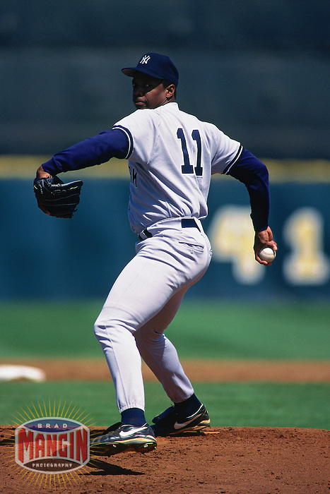 KISSIMMEE, FL - Dwight Gooden of the New York Yankees pitches during a spring training game against the Houston Astros in Kissimmee, Florida on March 8, 1996. (Photo by Brad Mangin)