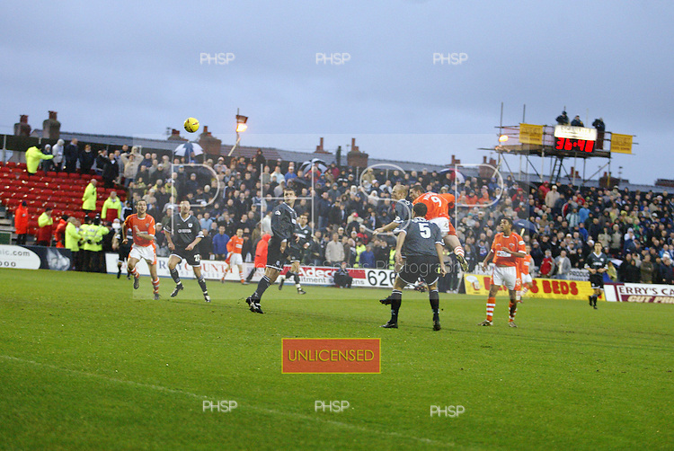 26/12/2003 Blackpool v Tranmere ..pic  © Phill Heywood.tel 07806 775649