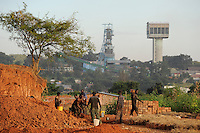 SAMBIA Kitwe im copperbelt, Kupfermine und Schmelze Chambishi Copper Mine gehoert zur chinesischen Firmen Gruppe CNMC China Nonferrous metal mining Co. Ltd / ZAMBIA copperbelt town Kitwe , Chambishi copper mine belongs to chinese Group CNMC China Nonferrous metal mining Co. Ltd