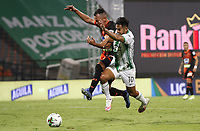MEDELLIN - COLOMBIA,3-10-2020:Andrés Andrade del Atlético Nacional  disputa el balón con el Envigado  durante partido por la fecha 11 como parte de Liga BetPlay DIMAYOR I 2020 entre Atletico Nacional y Envgado jugado en el estadio Estadio Atanasio Girardot de Medellin. / Andrés Andrade of Atletico Nacional struggles the ball with Envigado during match for the date 11 as part of BetPlay DIMAYOR League I 2020 between Atletico Nacional and Envigado  played at Atanasio Girardot stadium in Medellin. Photo: VizzorImage / Juan Augusto Cardona / Contrbuidor