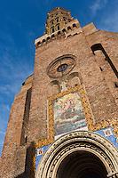 Europe/France/Midi-Pyérénées/82/Tarn-et-Garonne/Montauban: L'église fortifiée Saint-Jacques du XIIIe siècle - Au dessus du portail néoroman du XIX° se trouve la mosaïque représentant: lLa vision d'Ezéchiel,  de la même époque.