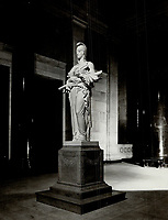 Memorial erected in the Head Office of the Bank of Montreal; honour of the 230 members of the staff who fell in the War <br /> <br /> <br /> Picture, 1923, <br /> <br /> PHOTO : Toronto Star Archives - AQP