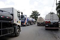Paulinia (SP), 08/03/2021 - Replan/Combustivel - Movimentacao de caminhoes na Refinaria de Paulinia (REPLAN) e tambem nos Terminais  das Distribuidoras, na cidade de Paulinia, nesta segunda-feira (8). A Petrobras vai elevar mais uma vez os precos da gasolina e do diesel nas refinarias a partir de terca-feira (9), informou a companhia nesta segunda-feira, por meio da assessoria de imprensa. A nova alta vem em meio aos tramites para a substituicao do presidente da petroleira, apos intervencao do presidente Jair Bolsonaro. (Foto: Denny Cesare/Codigo 19/Codigo 19)