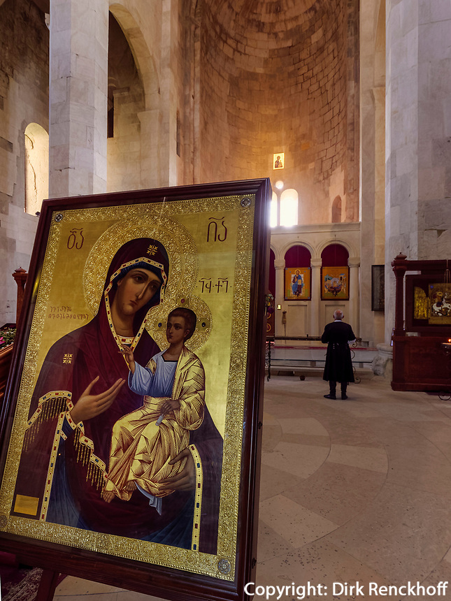In der Bagrati-Kathedrale, Kutaisi, Imeretien - Imereti;, Georgien, Europa<br /> inside Bagrati cathedral, Kutaisi,  Inereti,  Georgia, Europe