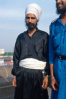 Besucher am Gateway of India, Bombay (Mumbai), Maharashtra, Indien