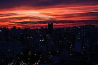 SÃO PAULO,SP, 30.06.2016 - CLIMA-SP - Vista por-do-sol a partir do bairro da Bela Vista na região central de São Paulo, nesta quinta-feira, 30. (Foto: Vanessa Carvalho/Brazil Photo Press)