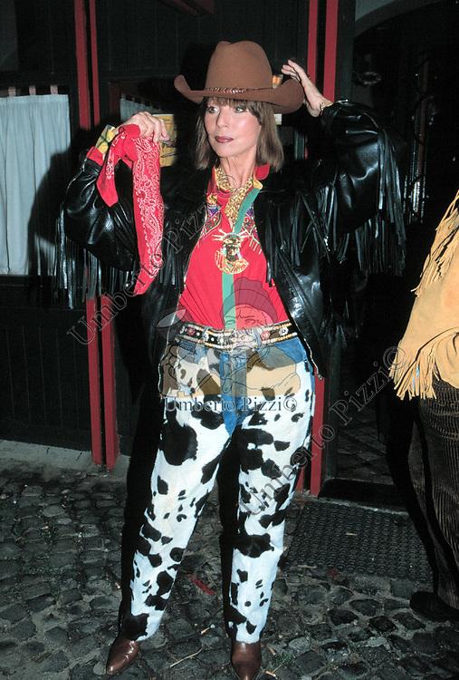 ELSA MARTINELLI<br /> FESTA COMPLEANNO DI NICOLA CARRARO - RISTORANTE LA CUCCAGNA ROMA 2002