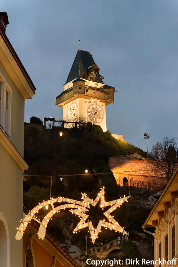 Weihnachtsschmuck und Uhrturm auf dem Schlossberg, Graz, Steiermark, Österreich<br /> Christmas decoration and Clock tower on castle hill, Graz, Styria, Austria