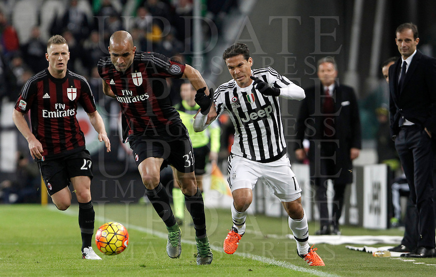Calcio, Serie A: Juventus vs Milan. Torino, Juventus Stadium, 21 novembre 2015. <br /> AC Milan's Alex, center, flanked by his teammate Juraj Kucka, is challenged by Juventus Hernanes during the Italian Serie A football match between Juventus and AC Milan at Turin's Juventus stadium, 21 November 2015. In background, children hold the French flag in homage to the victims of Paris' terrorist attacks.<br /> UPDATE IMAGES PRESS/Isabella Bonotto