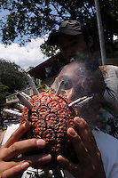 """MEDELLIN- COLOMBIA-04-05-2013. Los amantes del cannabis celebraron el Día Internacional de la Marihuana, o """"Día 420"""" en alusión a la cifra que identifica a los consumidores de esta droga, con fiestas, descuentos en dispensarios legales y actos por la legalización./ The Cannabis lover celebrate the Marihuana International Day or """"420 Day"""" to mention the number of cannabis consumers, they celebrate with parties, saves in legal dispensary adn legalization acts. Photo: VizzorImage/ Luis Rios"""