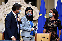The Italian Premier Giuseppe Conte, the Minister of Instruction Lucia Azzolina and the Minister of Transports Paola De Micheli wearing face masks during the press conference at Palazzo Chigi, about the measures to contrast the Covid-19 pandemic at the reopening of the schools on September 14th.<br /> Rome (Italy), September 9th 2020<br /> Photo Pool Paolo Tre Insidefoto